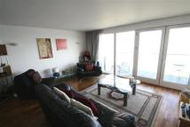 Flat to rent in New Providence Wharf, E14