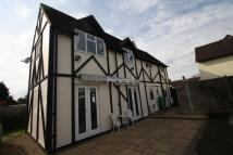 4 bed semi detached property in Park Avenue