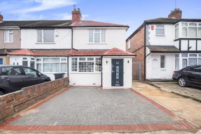 bedroom end of terrace house for sale in north hayes ub4