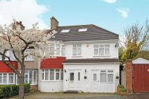 5 bed semi detached property in Covington Gardens
