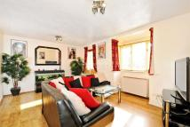 2 bed Flat in Woodgate Drive, SW16