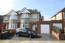 3 bed semi detached property to rent in Walcot Avenue, Luton