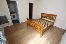 Flat to rent in Alpine Terrace, Luton
