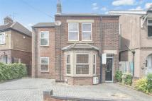 Detached property to rent in Compton Avenue, Luton