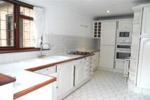 4 bed Detached house in Holmer Green