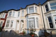 3 bed Terraced property in Chestnut Avenue South