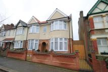4 bed semi detached property in Woodstock Road