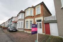 4 bedroom End of Terrace home in Mortlake Road