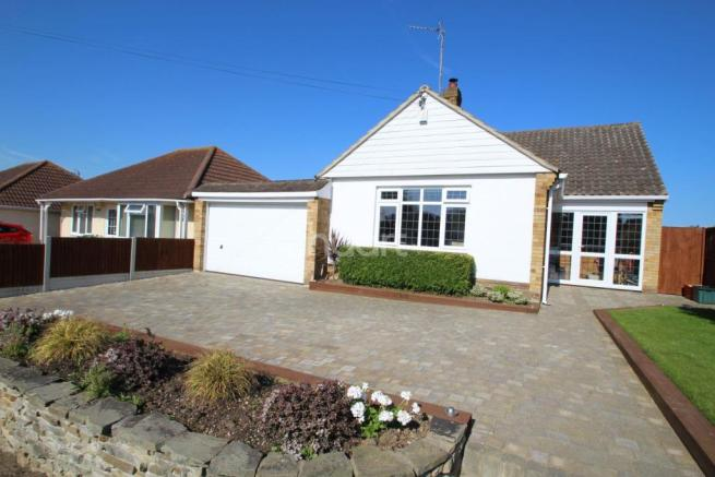 2 Bedroom Bungalow Houses For Sale In Essex Houses Flats 24