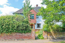 3 bedroom Detached property for sale in MAIDENHEAD