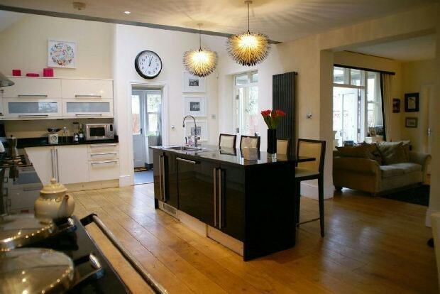Kitchen Area Photo 3
