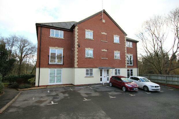 2 bedroom flat to rent in alder house lucas court for Modern homes leamington