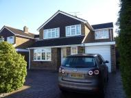 4 bed house in Bramling Avenue, Yateley