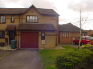 3 bedroom semi detached house to rent in Spruce Drive, Bicester...
