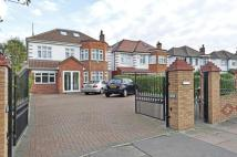 6 bed Terraced house in Kings Avenue, London...