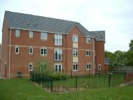 Flat to rent in Spinney Close...