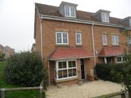 4 bed semi detached house to rent in Tuffleys Way...