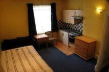 Studio apartment to rent in Stile Hall Gardens...