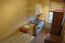 Studio apartment in Kensington Gardens...