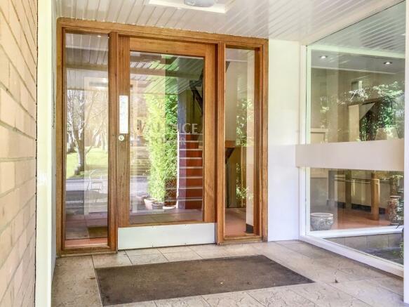 External vestibule.