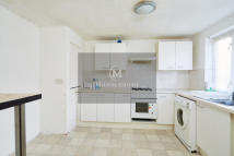 3 bed Flat in Barrowfield Close...