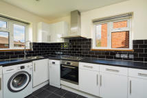 Flat to rent in Upper Elmers End Road...