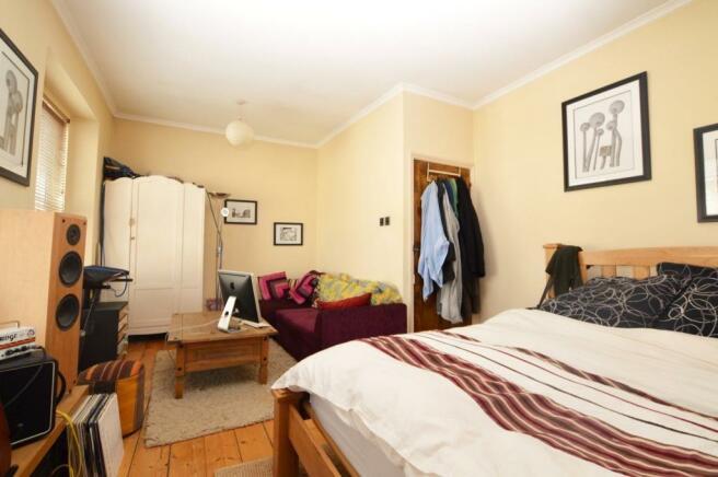FF Bedroom / Livi...
