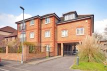 Flat to rent in The Retreat, Surbiton...
