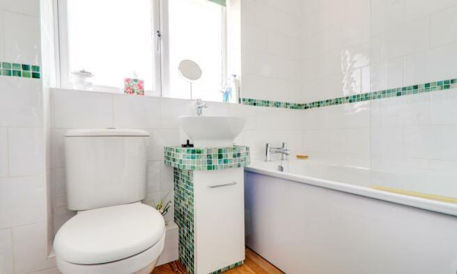 Family Bathroom & Shower