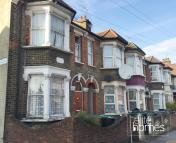 2 bedroom Flat in Shelbourne Road, London...