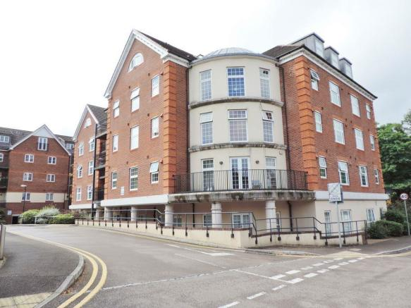2 Bedroom Apartment For Sale In Dorchester Court London Road Camberley Gu15