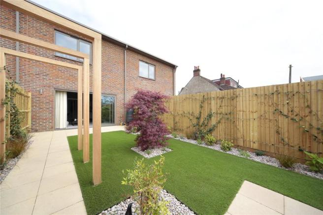 4 bedroom terraced house for sale in st george u0026 39 s gate