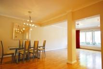 Flat to rent in Montrose Court - South...