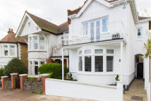 3 bed Detached house in Cliff Road, Leigh-on-Sea...