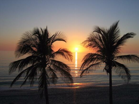 Sun sets in Florida