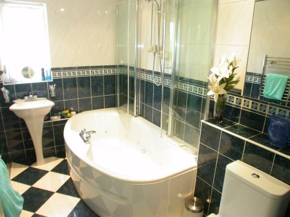 Bath/Shower/WC