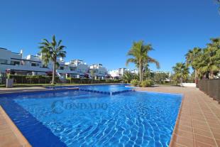 Jardines pool