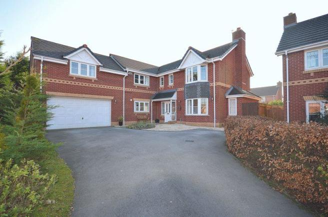 5 bedroom detached house for sale in vixen grove widnes wa8 for Home architecture widnes