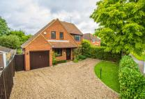 3 bed house in Lime Tree Avenue, Esher