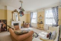 2 bedroom Apartment in Bridge Road, East Molesey