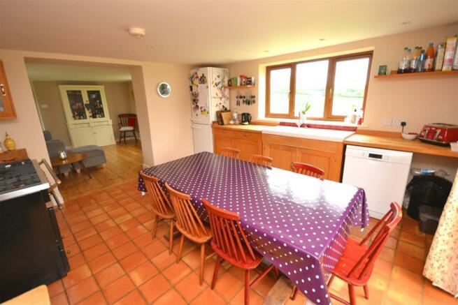 Kitchen 2 a.jpg