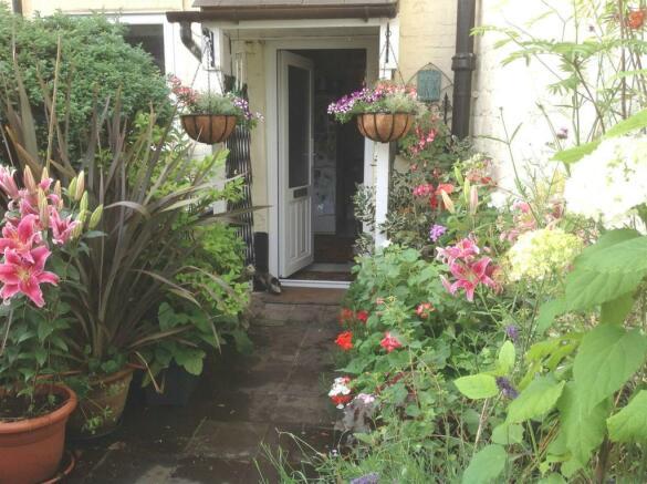 Garden 3 doorway edi