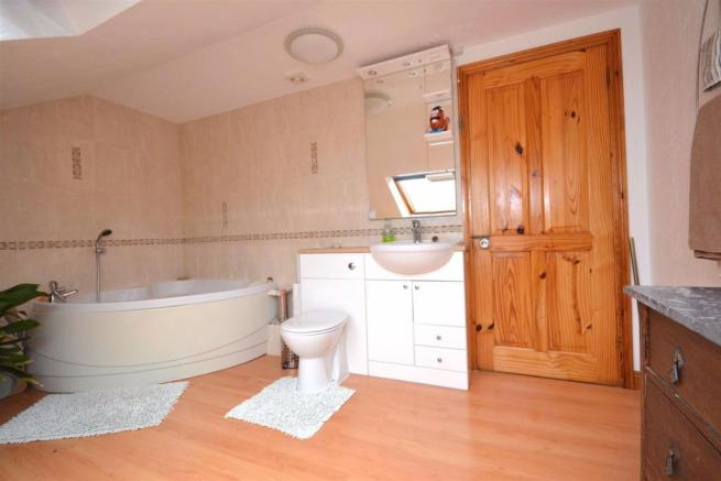 First Floor Bathroom.JPG
