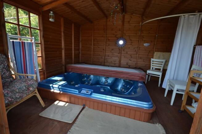 Summerhouse hot tub.JPG