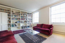 Maisonette to rent in Thornhill Crescent...