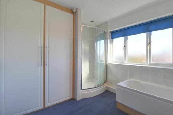 Bathroom Image 2