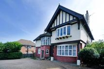 Flat to rent in Bromley Road, Shortlands...