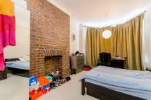 Flat to rent in Fortune Green Road...