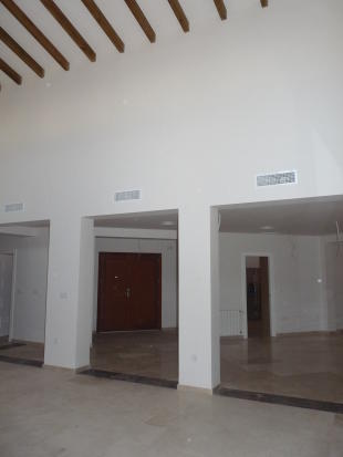 Lounge to Entrance