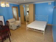 Studio flat to rent in Brabazon Road, Hounslow...
